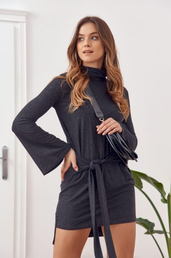 Asymetrické šaty s rolákem a dlouhými rozšířenými rukávy, černé:
