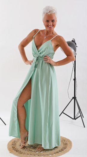 Dlouhé elegantní šaty s rozparkem / světle zelené