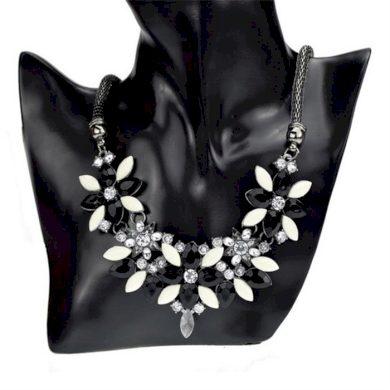 Květinový náhrdelník černý masív Lodestar F61257X