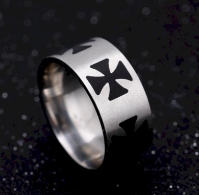 Masivní prsten z oceli s černými Maltézskými kříži SR000063