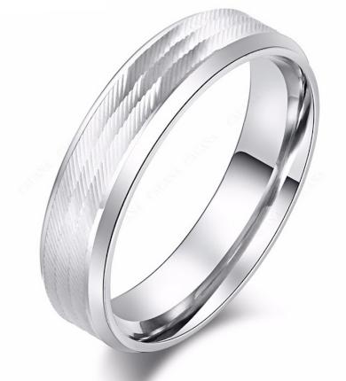 Masivní prsten z vybroušené chirurgické oceli- stříbrný SR000100