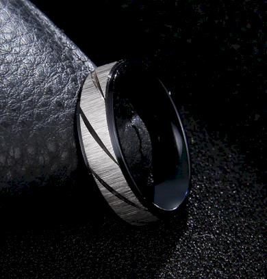 Prsten z broušené chirurgické oceli Stripy- černý SR000106