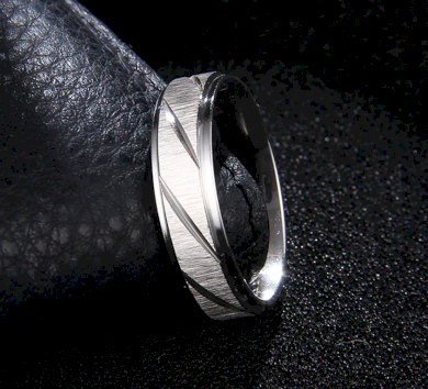 Prsten z broušené chirurgické oceli Stripy- stříbrný SR000104