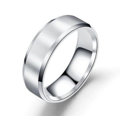 Prsten z broušeného titanu ve stříbrném provedení SR154