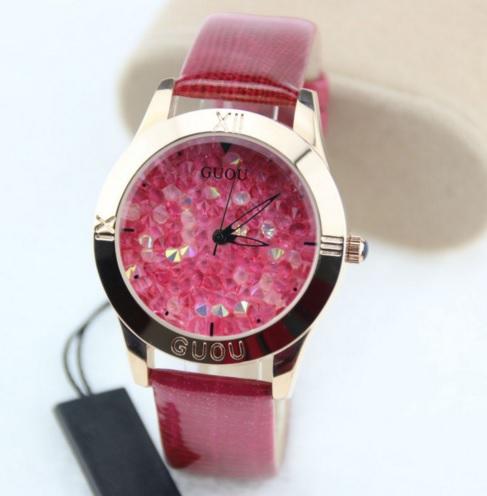 Tmavě růžové náramkové hodinky s křišťály