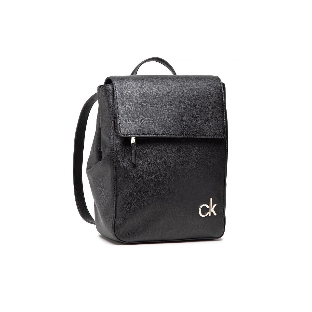 Calvin Klein dámský černý batoh FLAP BP
