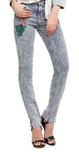GUESS dámské džíny světle modré s výšivkami