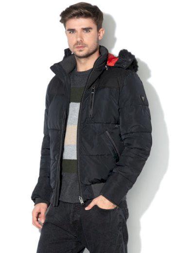GUESS péřová černá bunda s kapucí